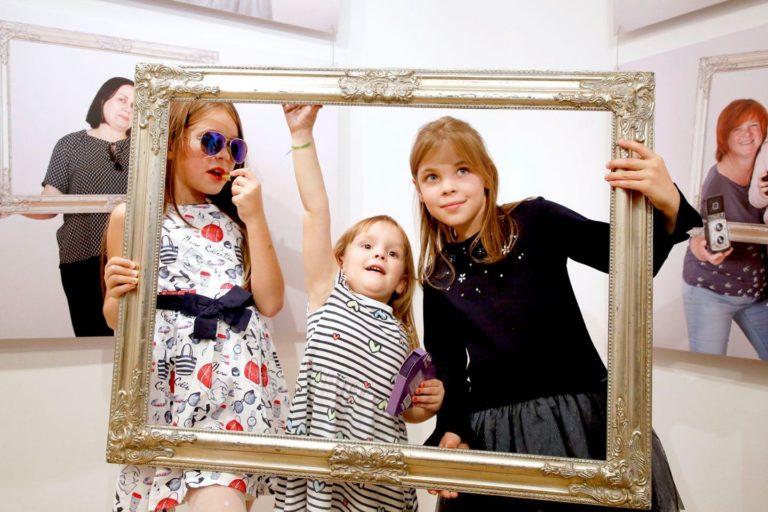 """Wernisaż wystawy """"Mamy i córki"""""""
